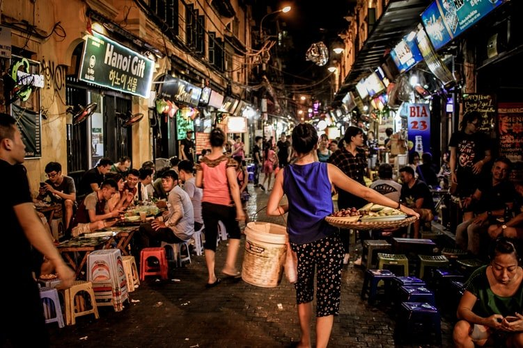 Useful tips to be safe when visiting markets in Vietnam 2