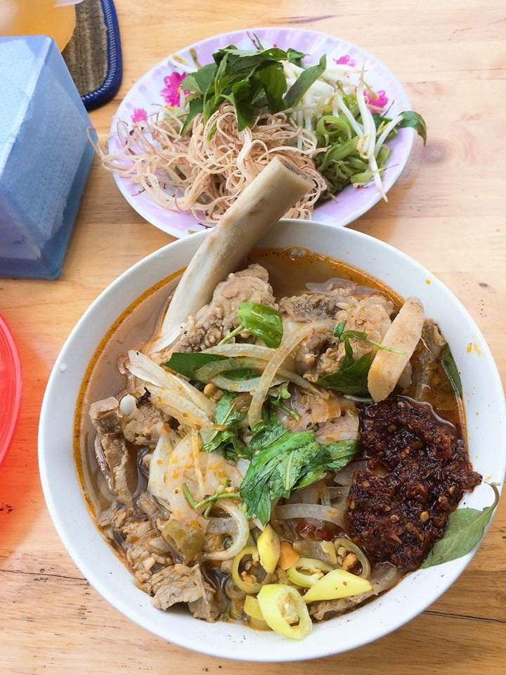 Top 8 best food you must try in Vietnam 1