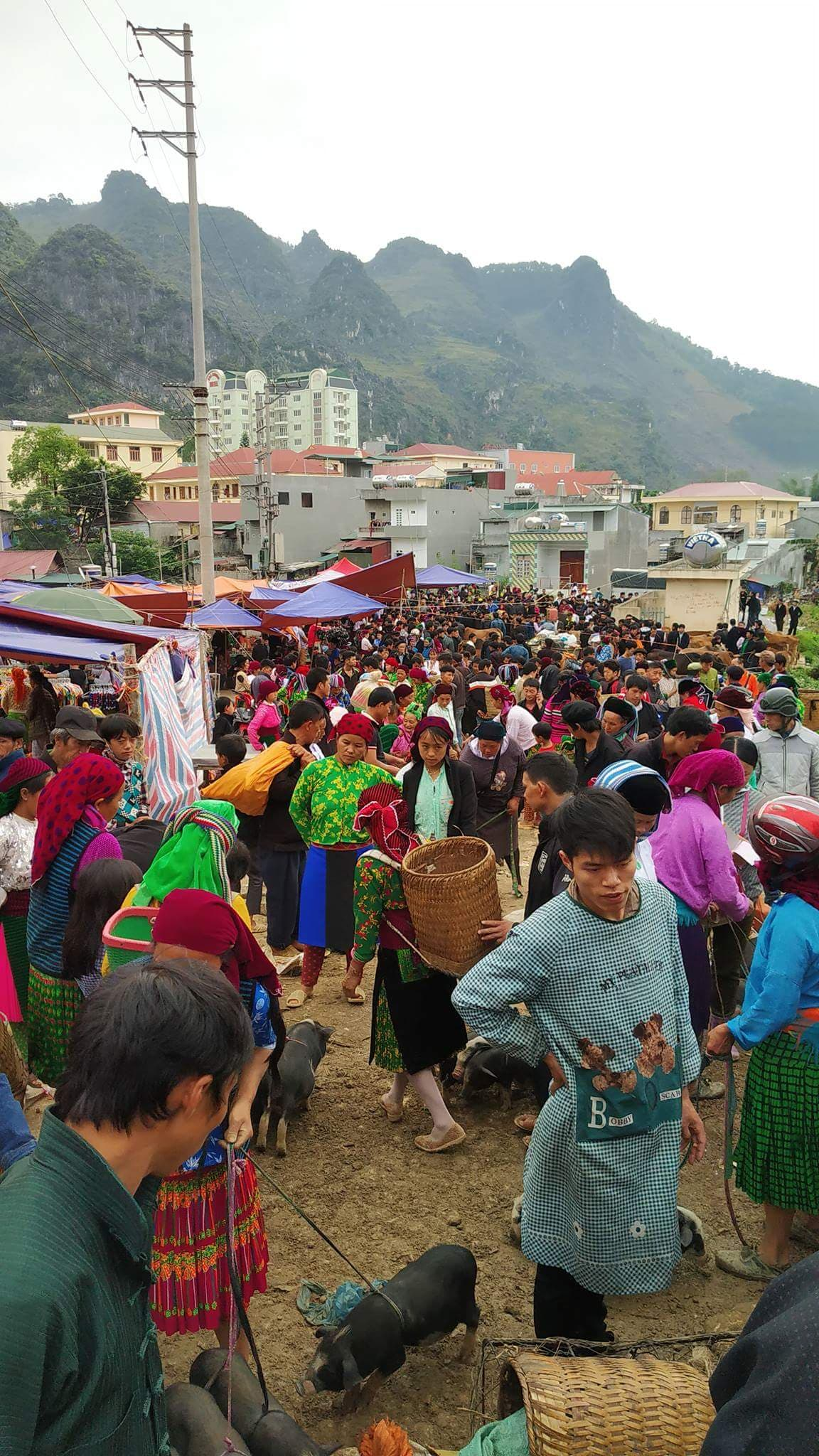 Backward markets Ha Giang loop