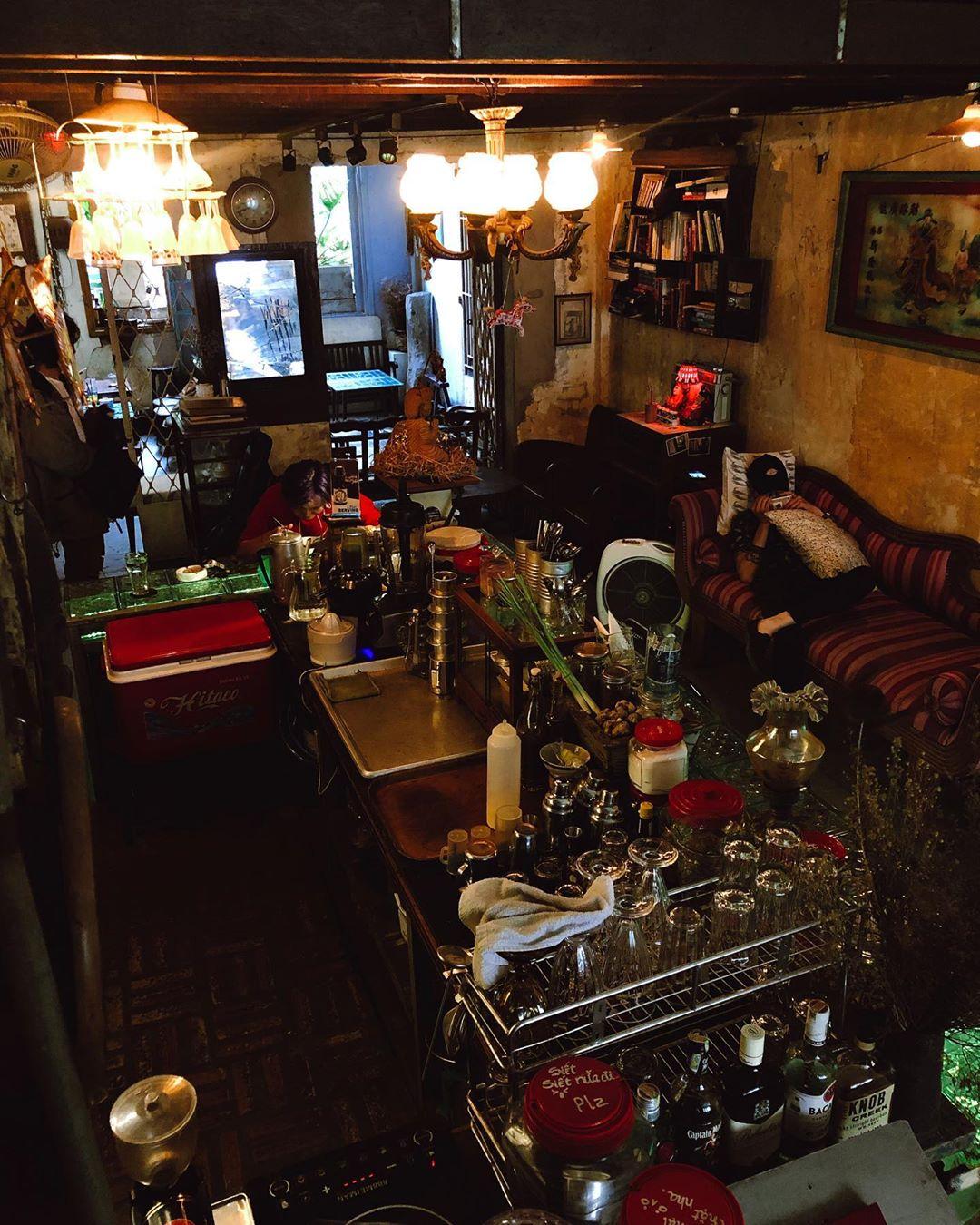 retro style cafe 2