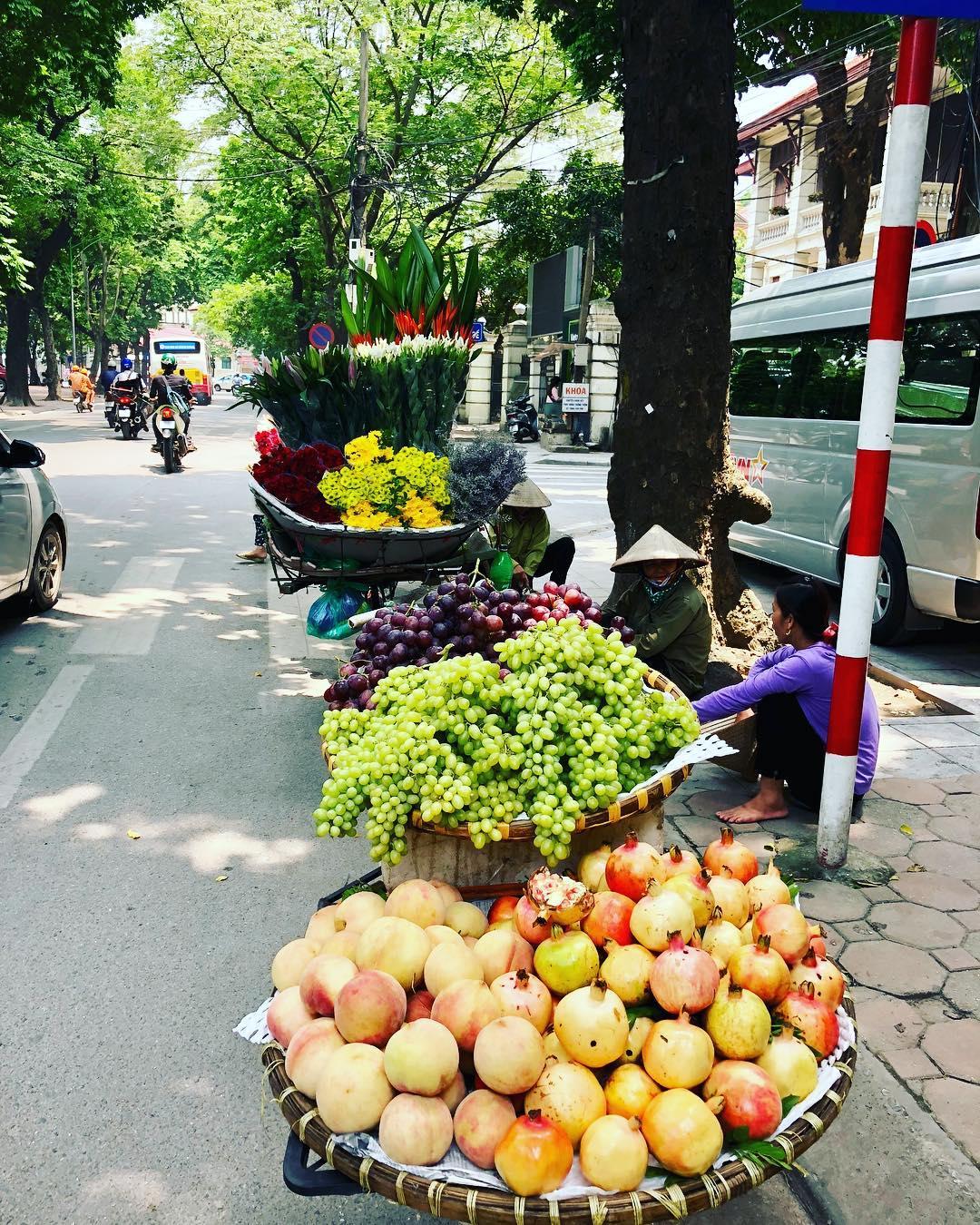 discover street vendor in viet nam