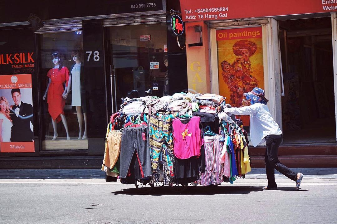 disscover street vendor in vietnam